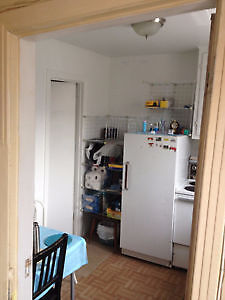 2.5 apartment sublease for June with renewal $ 470/month