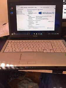 Toshiba 17'' laptop Windows 10
