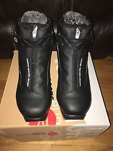 Rossignol women's / kids Nordic XCountry boots size 36