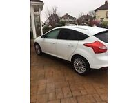 Ford focus 2011 breaking all parts available