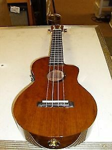 MAHALO ACOUSTIC/ELECTRIC UKULELE WITH GIG BAG