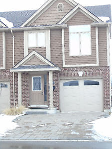 ***End Unit Townhouse AVAILABLE IMMEDIATELY 3 BED & 2.5 BATH****