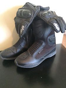 Ladie ICON Moto  boots and Shift gloves