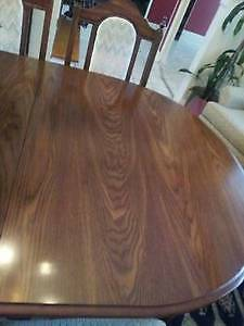Beautiful Wooden Dining Table & 6 chairs, Excellent like NEW! West Island Greater Montréal image 5