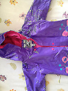 Girl's rain coat size 3T. AVAILABLE