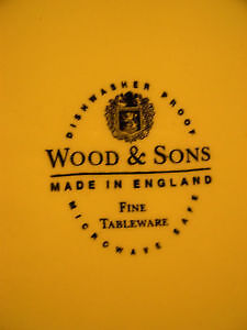 Wood & Sons Pie Plate, Apple Cherry Pear Strawberry Word Border Kitchener / Waterloo Kitchener Area image 2