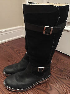 UGG Dunwich Black Boot Size 8 Like NEw I SHIP