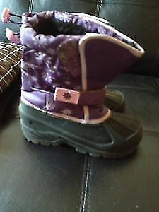 Atek girl's snow boots size 11. AVAILABLE Gatineau Ottawa / Gatineau Area image 1
