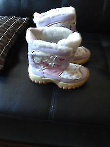 Fairy girl's snow boots size 11. AVAILABLE