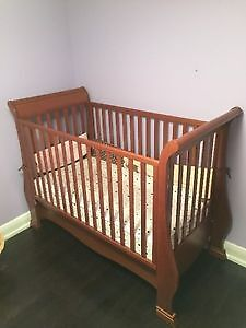 Pali Crib and Change Table