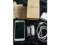 Samsung Galaxy S5 16gb white unlocked to all networks great condition