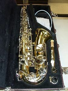 YAMAHA ALTO SAXOPHONE WITH CASE