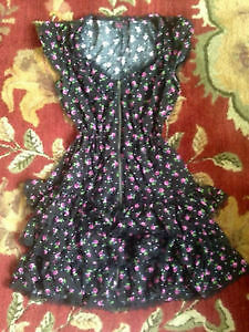 Pretty black floral dress with lace trim, size M, perfect! London Ontario image 1