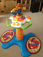 VTech Sit To Stand Tower - FRENCH