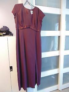 BURGUNDY MAID OF HONOR/BRIDESMAID DRESS - SIZE 19-20
