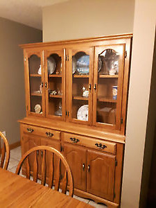 solid wood china cabinet / hutch