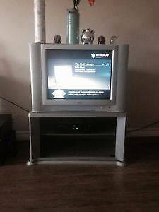 "27"" JENSEN TV, DVD PLAYER & STAND"