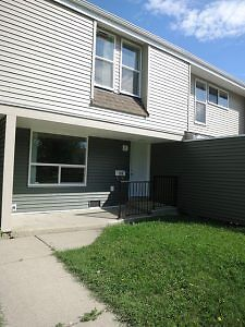 #4122 Pet Friendly 3 Bedroom Townhouse Available Now $1025