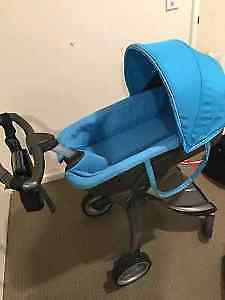 stokke xplory stroller. Blue with seat and bassinet