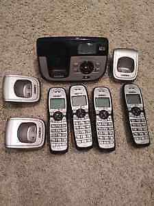 Uniden Cordless Phone/Answering System with 4 Handsets.