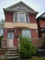 KING ST WEST - MCMASTER STUDENTS, 3 ROOMS AVAILABLE NOW!!