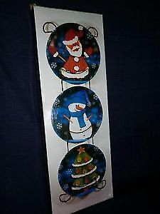 NEW Christmas Decorative Plates with Wall Rack