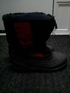 WINTER BOOTS SIZE 6 YOUTH