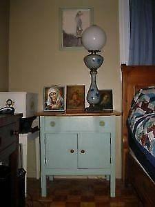 Joli et Charmant Chiffonnier / Table de Chevet Antique Turquoise