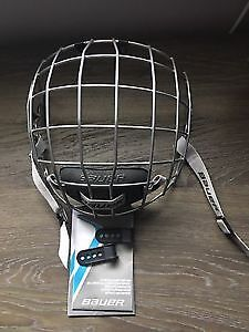 Mint adult Helmet Bauer FM4500 Hockey Cage (Large)