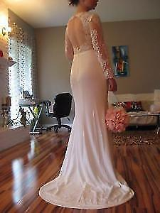 Stunning Wedding Dress - Open Back, Sleeves, transperant Lace!