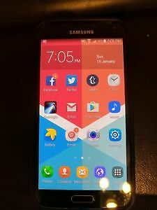 Samsung Galaxy S5 16 Gig - like new condition with charger cable
