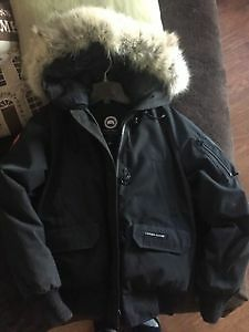 WOMEN'S BLACK BOMBER CANADA GOOSE FOR SALE West Island Greater Montréal image 2