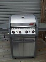 Like New Coleman 4 Burners BBQ with cover and tank