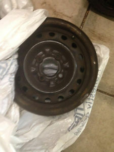 P185-65-14 --- 3 STEEL RIMS 3 HUB CUPS FROM A NISSAN SENTRA