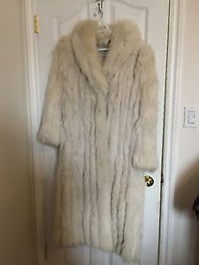 Vintage White Fox Fur - Peter Gaye Fur Gallery of Winnipeg