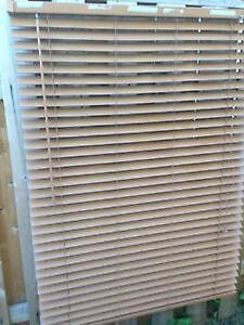 Deux toiles vertical blanche Une Horizontale très propre.