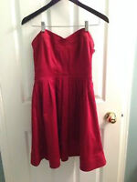 LIKE NEW STRAPLESS RED MARCIANO DRESS