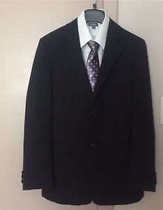 Boys Suit size 14/16 with 2 white shirt,size 9 dressshoes,a tie