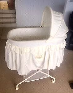 Baby bassinet  and stand Thagoona Ipswich City Preview