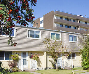 Lord Byron Townhouses - 122 St. & Whitemud Fwy.