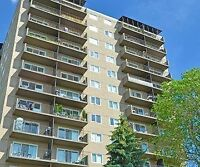 ROOM FOR RENT IN TWO BEDROOMS APARTMENT - WHYTE AVE