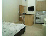 ROOM/STUDIO WITH PRIVATE KITCHENETTE IN A HOUSE SHARE ON LONGFLEET ROAD IN POOLE, POOLE