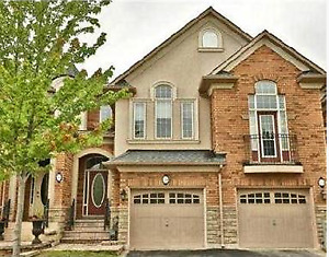 Executive townhouse for rent in Bronte, Oakville - 3bed/3.5bath
