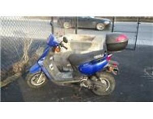 2002 Yamaha BWS 50cc scooter, runs and drives, has box on it.