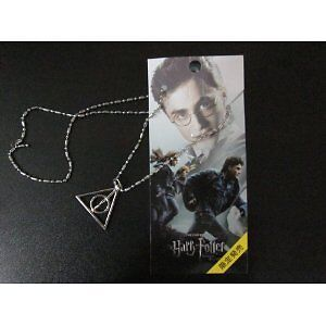 HARRY-POTTER-DEATHLY-HALLOWS-LOGO-Necklace-prop