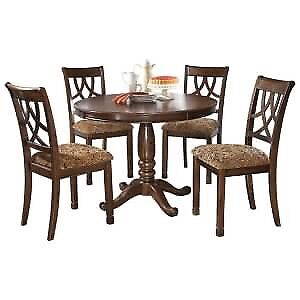 """Leahlyn Grabd Elegance 42"""" table and chairs"""
