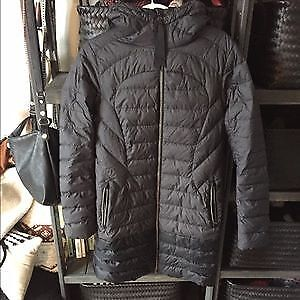 Lululemon jacket 1 x a lady size 6