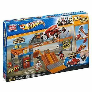 Mega Bloks Hot Wheels Stunt Test Facility & Lego Skull Scorpio