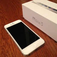 Apple Iphone 5 16gb White & Silver Locked to Fido