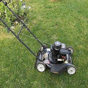Gas lawn mower Murray in good working condition